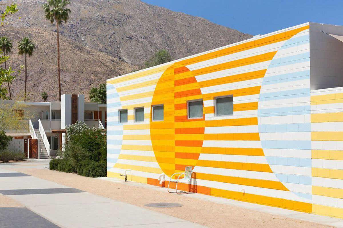 how palm springs long a design hot spot leveled up curbed. Black Bedroom Furniture Sets. Home Design Ideas