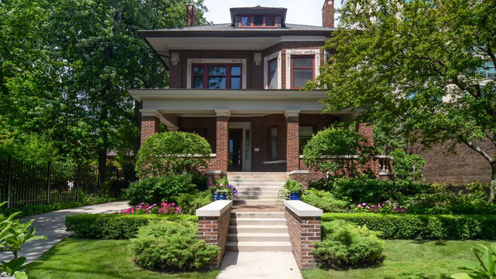 this 4 5m historic mansion on five city lots is lakeview 39 s priciest listing curbed chicago. Black Bedroom Furniture Sets. Home Design Ideas