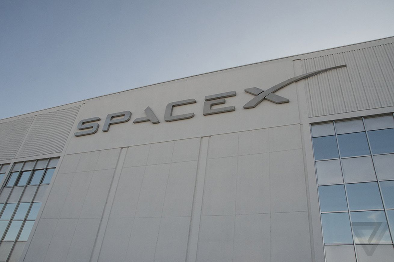 SpaceX plans to launch first internet-providing satellites in 2019