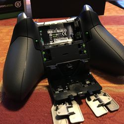 In this build of the controller, the paddles are connected to the battery cover.