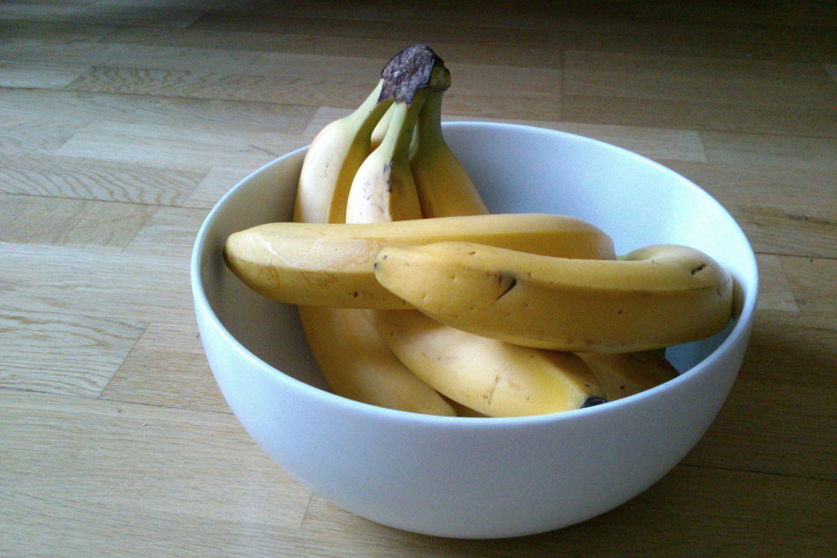 Amazon's free banana stands disrupting fruit economy of two Seattle neighborhoods