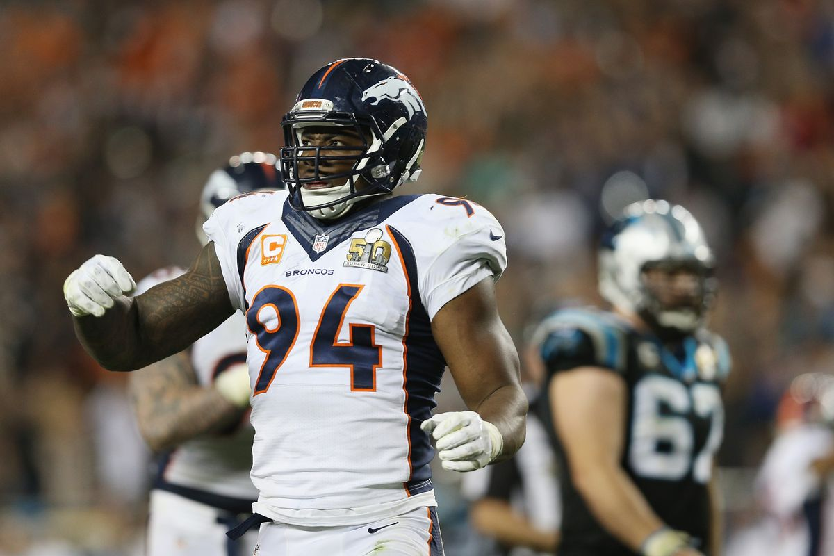 Former Head Coach Gary Kubiak congratulates DeMarcus Ware on retirement