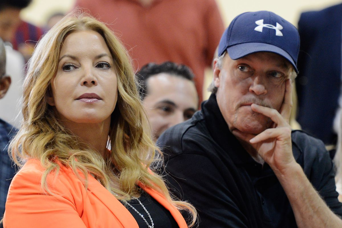 Jeanie Buss foils brothers' attempt to seize control of Lakers