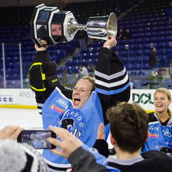 Brianne McLaughlin lifts the cup.