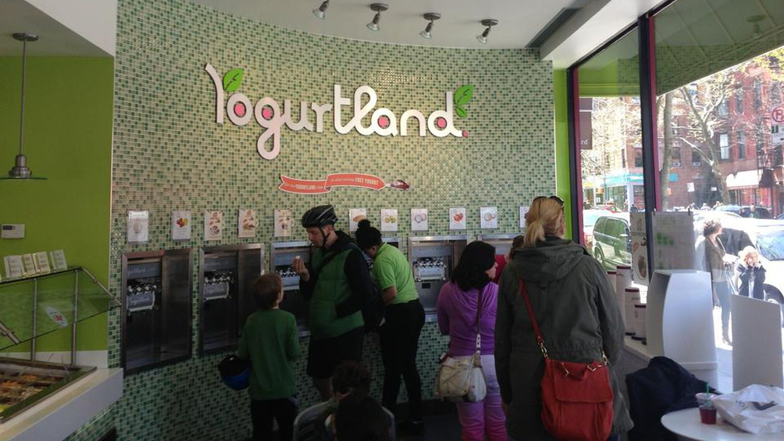 Yogurtland And 16 Handles Shutter Fao Schwartz To Close