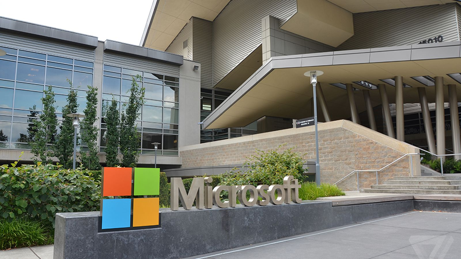 photo image Microsoft's ARM-powered laptops won't arrive until Q4