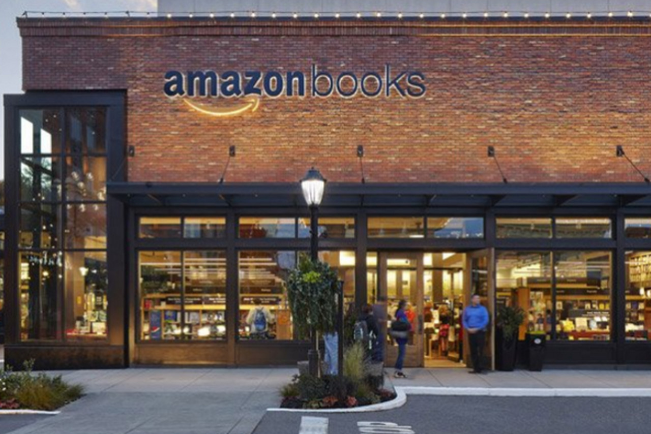 Amazon plans to open a physical bookstore in Chicago in 2017