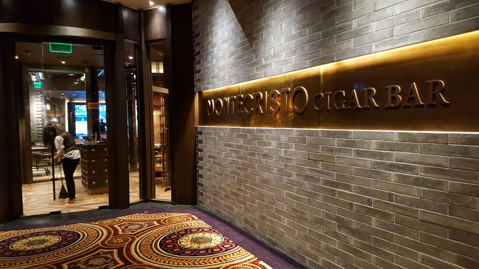Indulge In High Roller Smokes And Snacks At The Montecristo Cigar Bar Eater Vegas