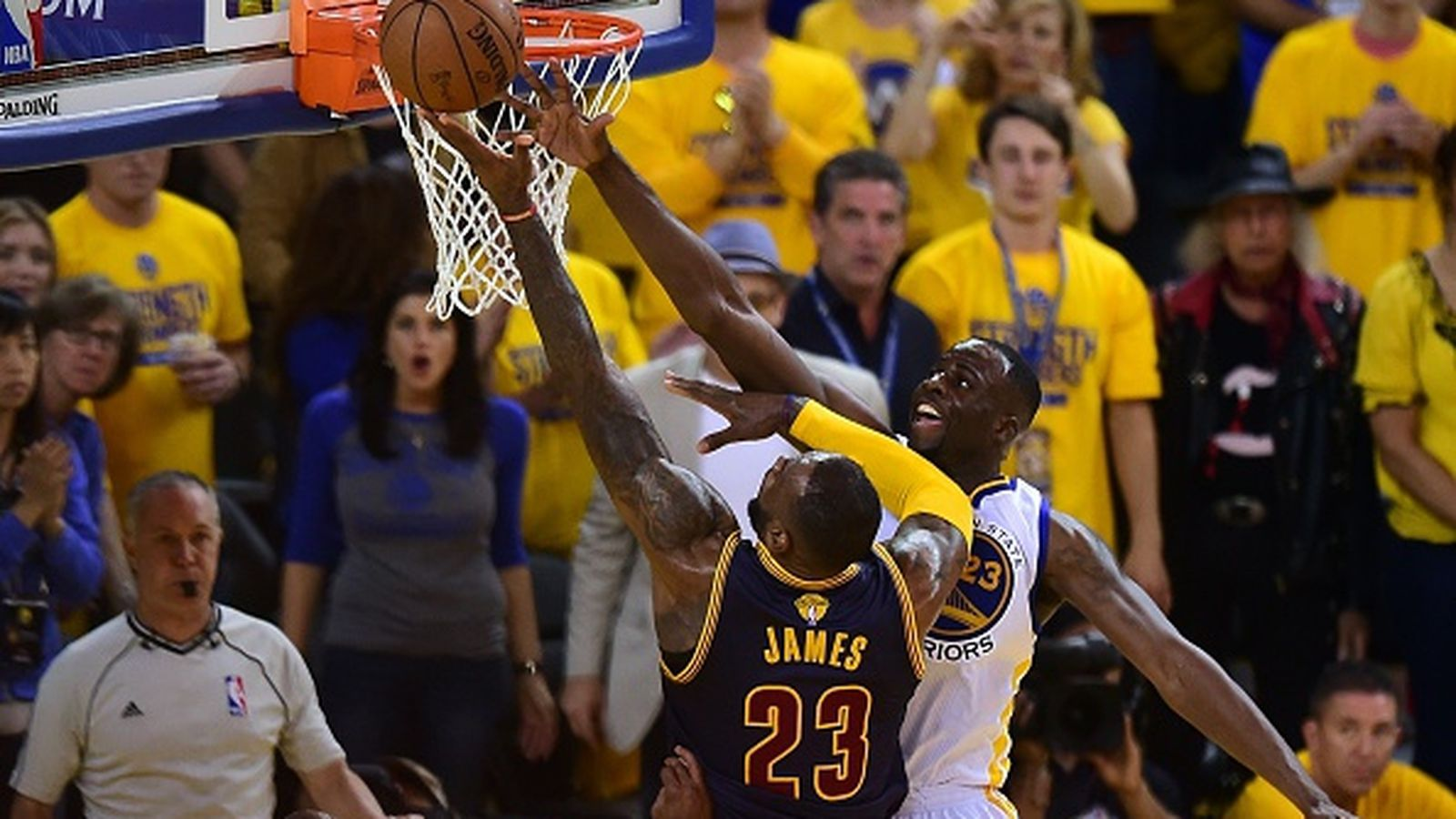 Draymond-green-of-the-golden-state-warriors-blocks-an-attempt-by-lebron-james-of-the-cleveland-cavaliers.0