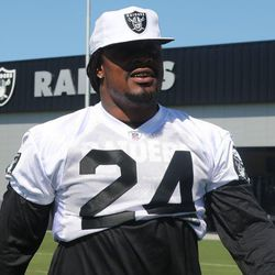 Marshawn Lynch takes the field for Raiders offseason workouts