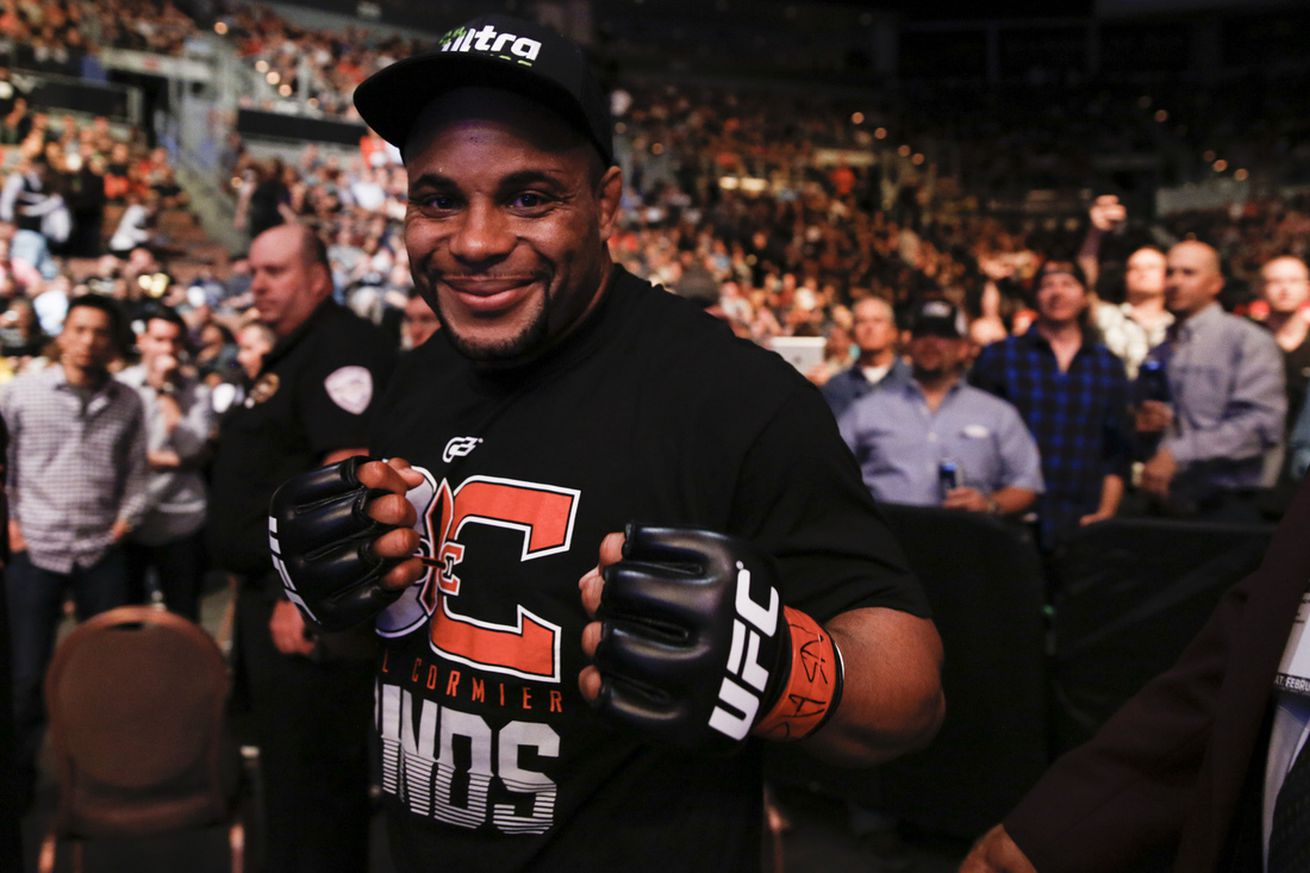 Daniel Cormier wont need surgery, expected back by August or September
