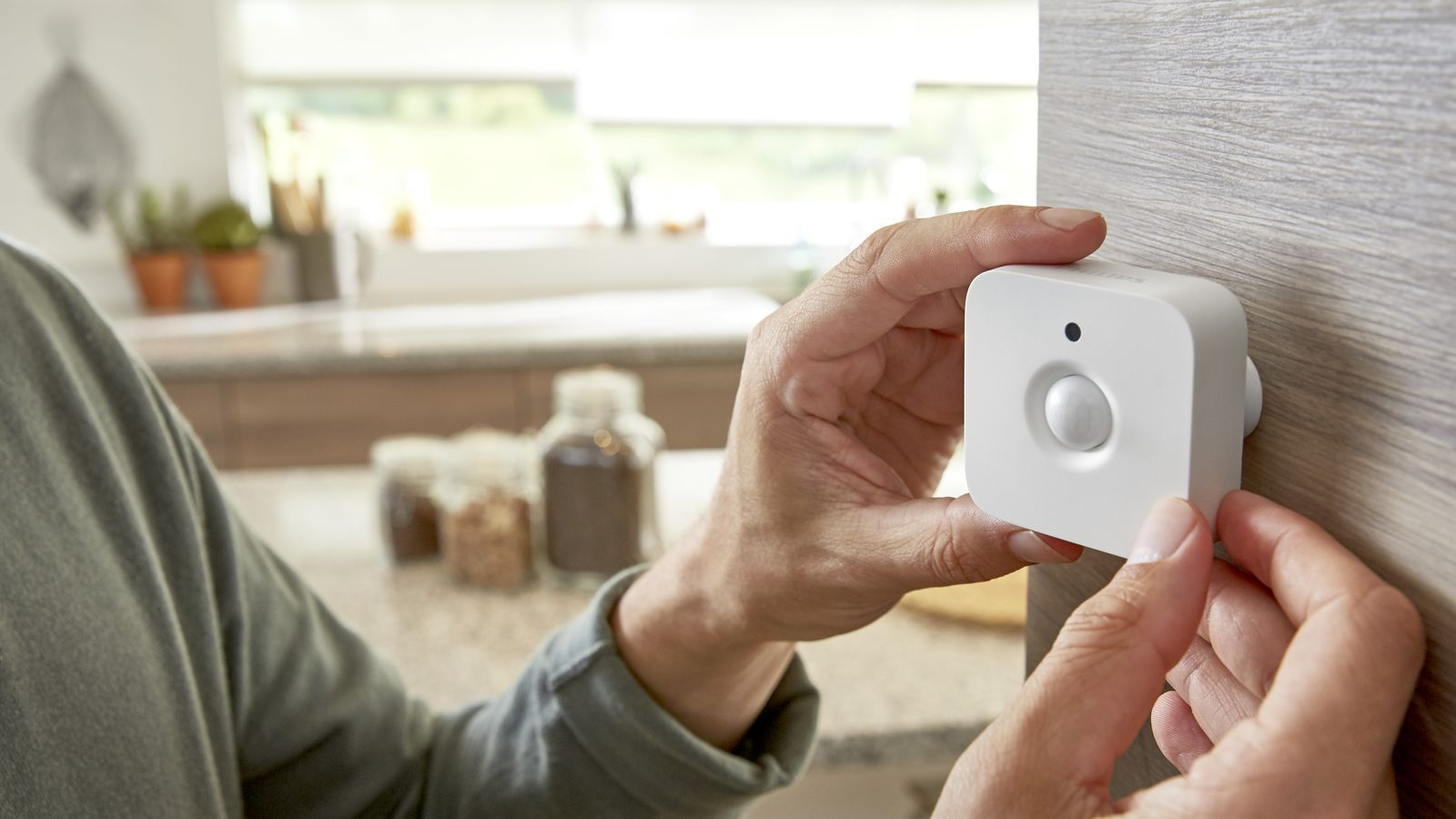 Philips Hue Now Has A Motion Sensor That Can Turn On