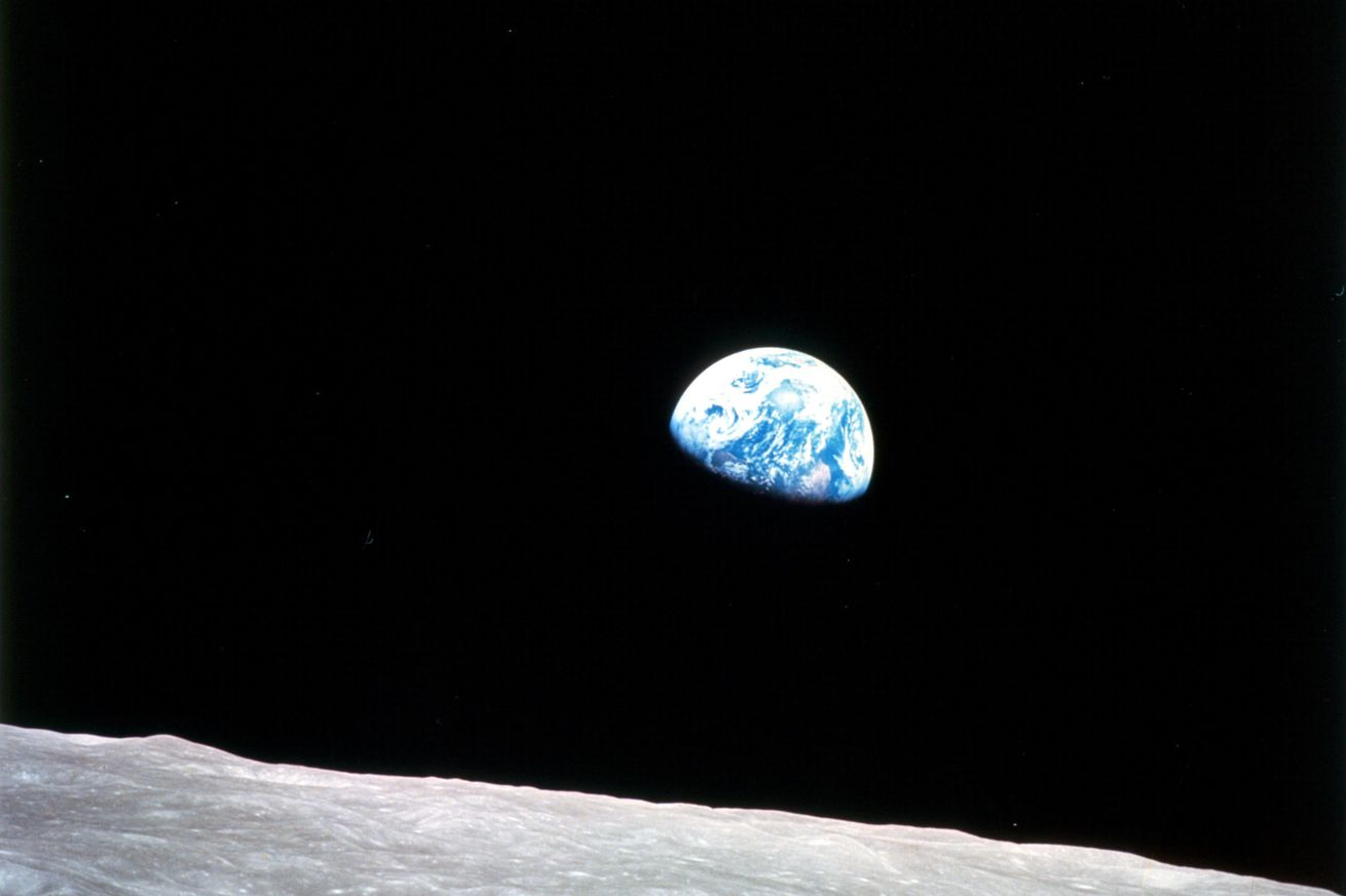 What we can learn about SpaceX's trip to the Moon from the Apollo 8 mission