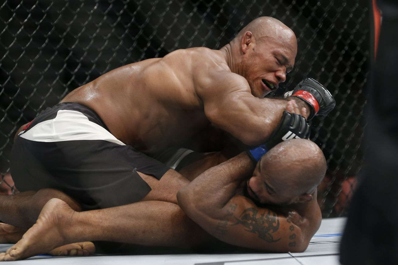 Jacare Souza expects Yoel Romero rematch after UFC 208 because Michael Bisping is running