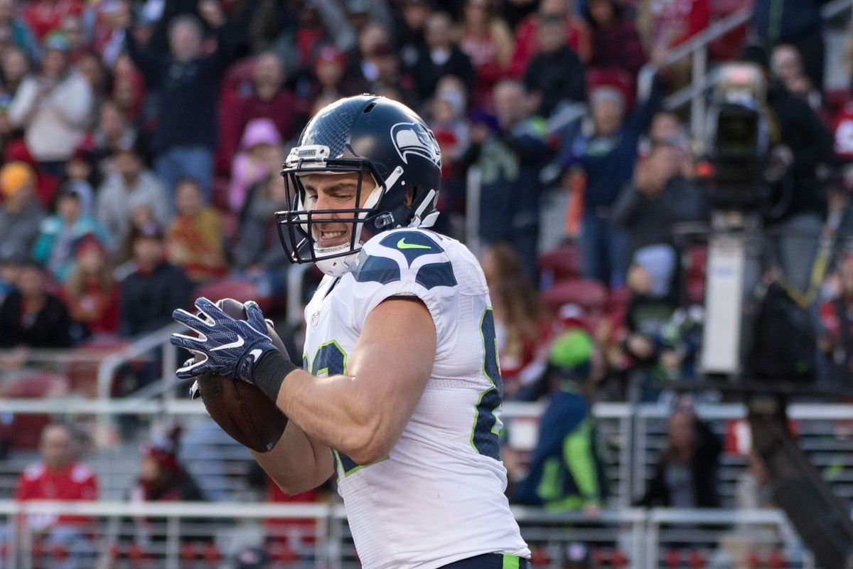 Seahawks re-sign tight end Luke Willson and cornerback DeShawn Shead