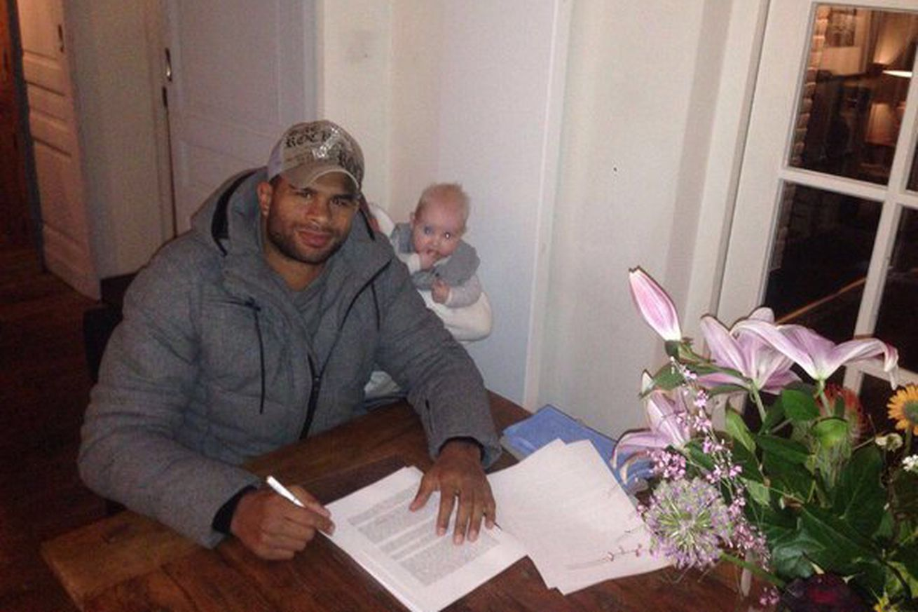 community news, Pic: Alistair Overeem signs new UFC contract