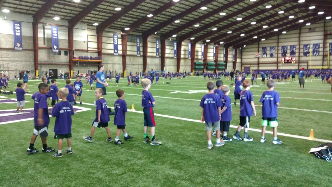 Anthony Barr at the Hyundai Youth Football Camp - Daily ...