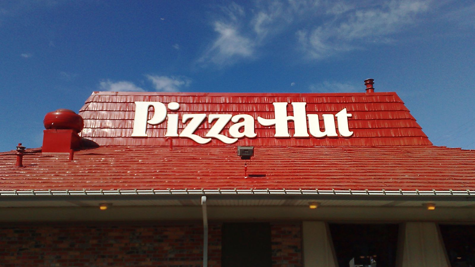 pizza hut pan pizza 3 essay Plano, tx 75024 pizza hut has over 200,000 employees worldwide in 1980, pan pizza was introduced in 1972, 1000 restaurants are open throughout the usa the first pizza hut looked liked a hut, so that's how pizza hut got its' name.