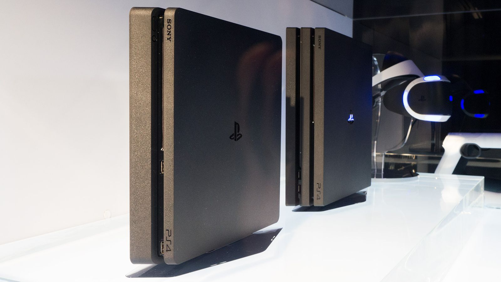 PS4 slim finally upgraded to 1 TB hard drive in North America