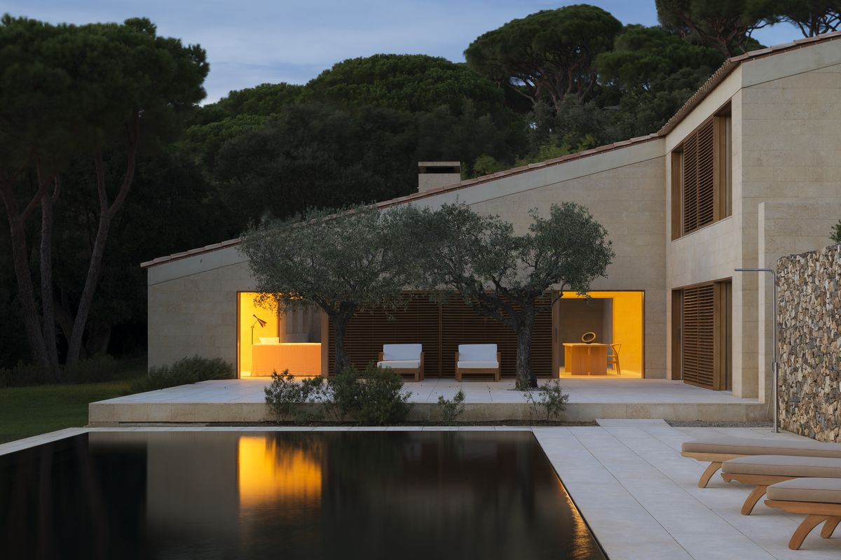 Gorgeous minimalist villa in saint tropez now for sale for Minimalist homes for sale