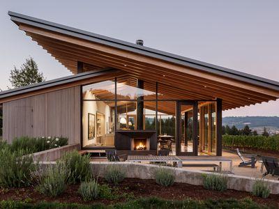 Wine tasting room goes sleek and minimalist in Oregon