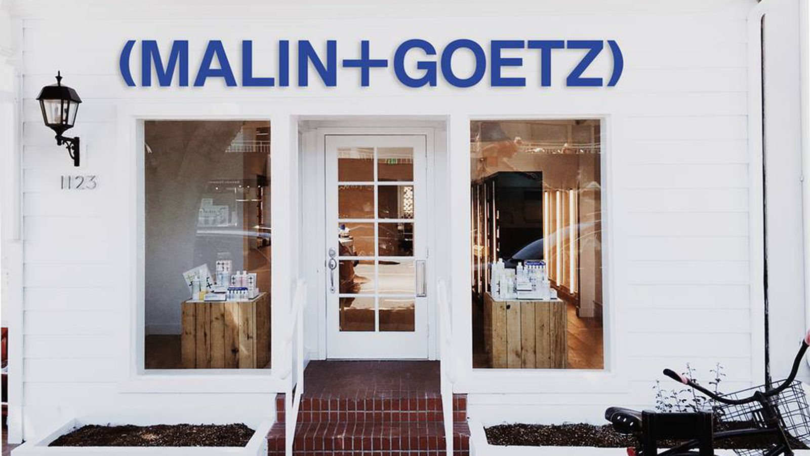 malin goetz 39 s minimalist apothecary shop has arrived in. Black Bedroom Furniture Sets. Home Design Ideas