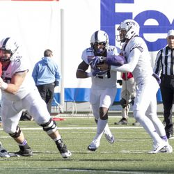 Kenny Hill hands off to Kyle Hicks.