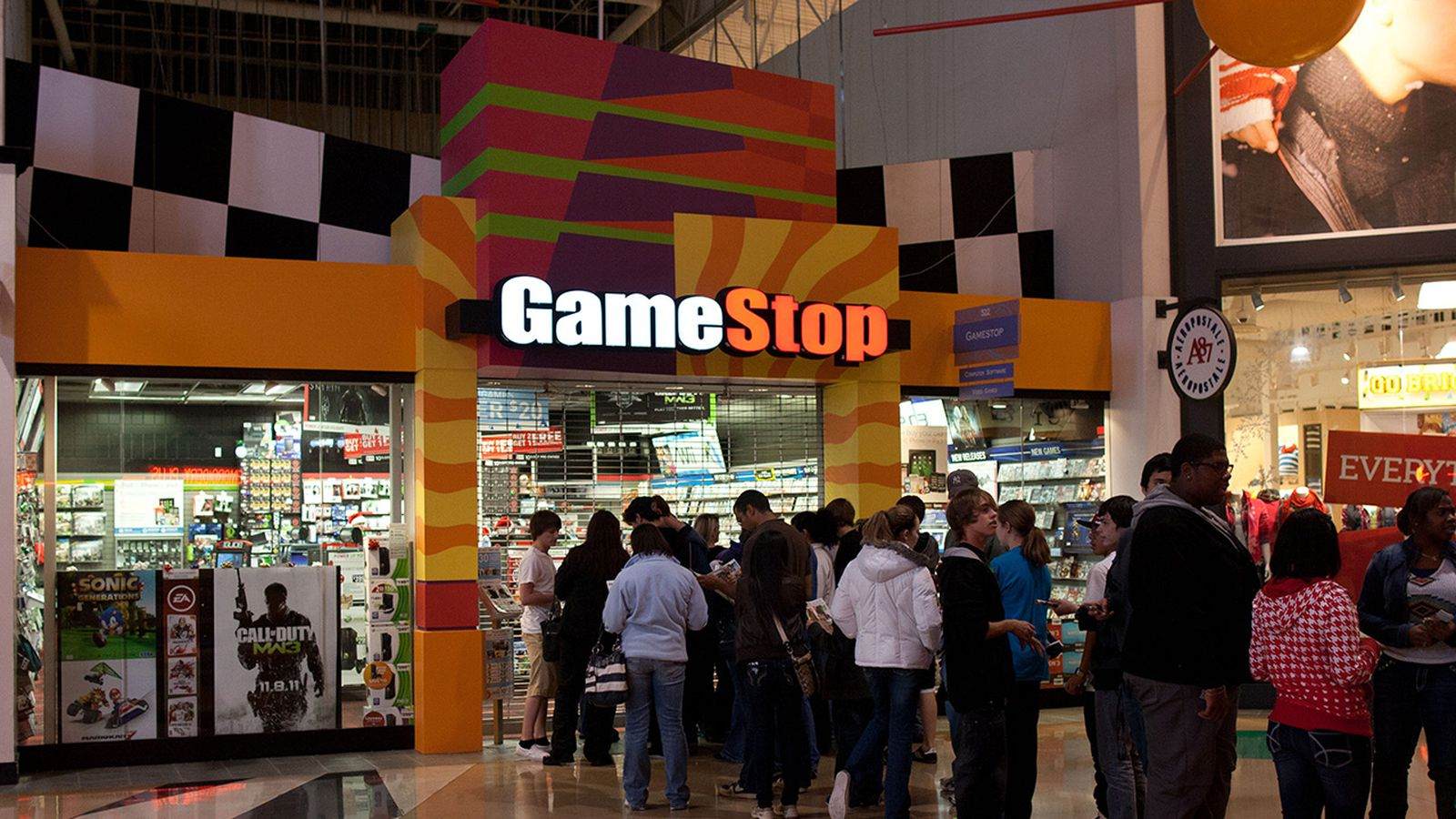 GameStop took a beating in holiday sales, and will close ...