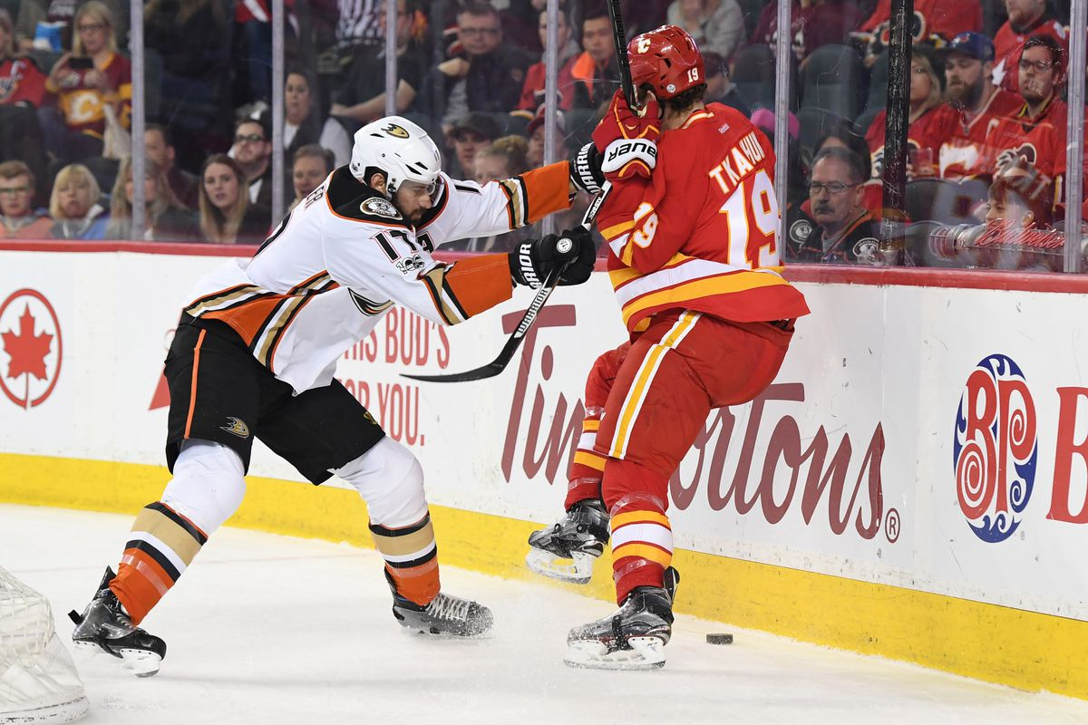 Goalie intrigue arises in Ducks-Flames series