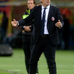 Roberto Donadoni head coach of Bologna FC gestures during the Serie A match between Bologna FC and FC Internazionale at Stadio Renato Dall'Ara on September 19, 2017 in Bologna, Italy.