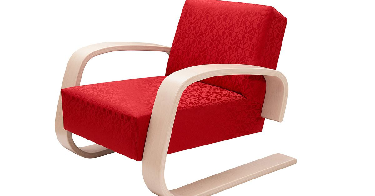 Supreme remixes aalto s iconic tank chair for new for Alvar aalto chaise