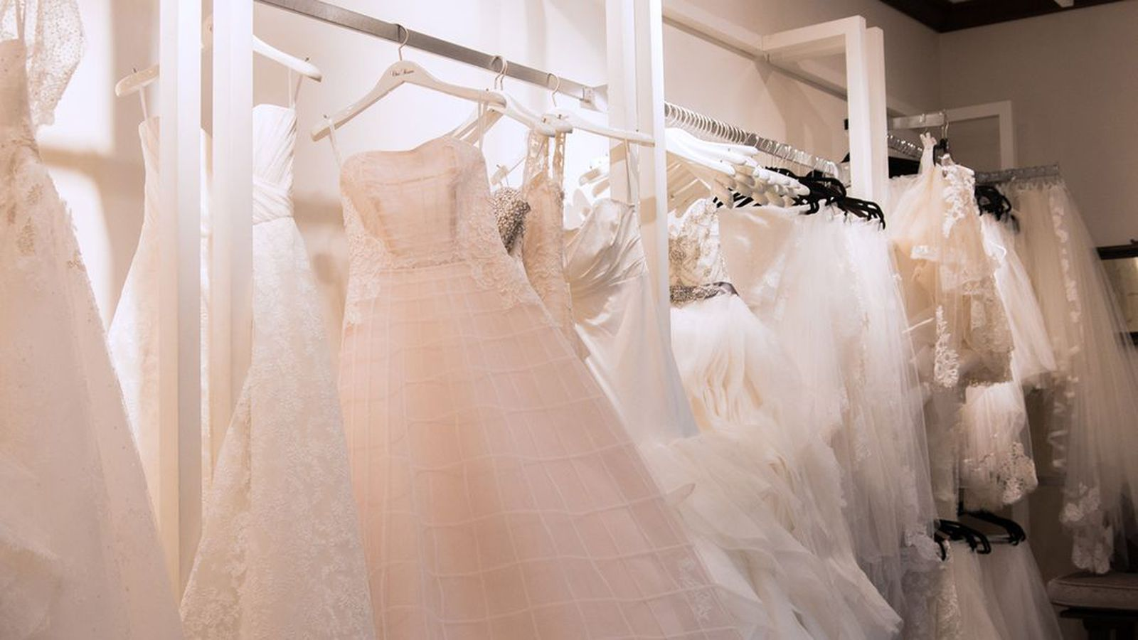 What it 39 s really like to rent your wedding dress racked for Where can i rent a wedding dress