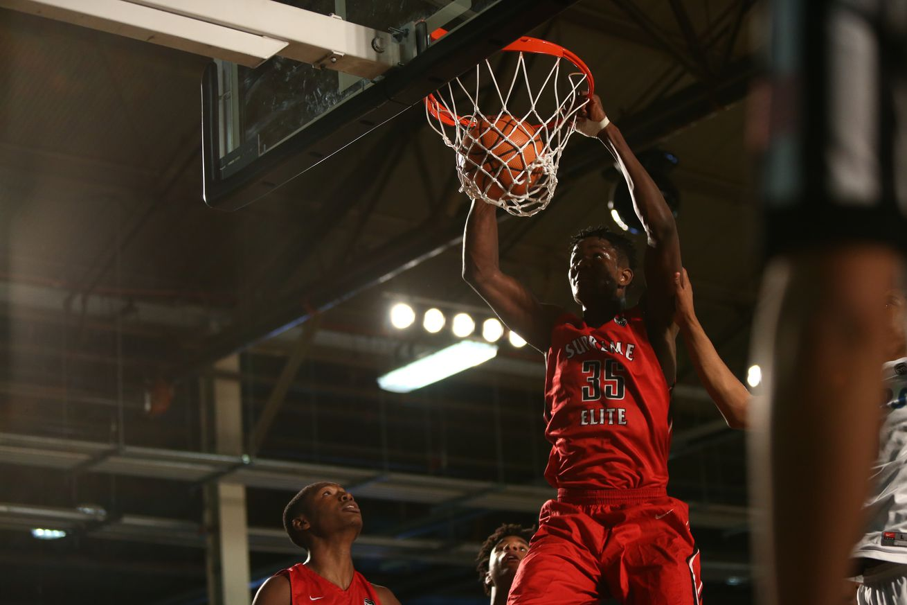 Top 2017 recruit DeAndre Ayton commits to Arizona over Kansas, Kentucky