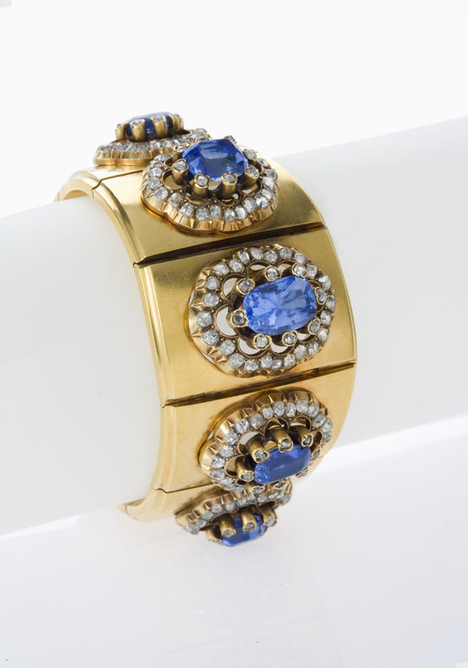 Who 39 s buying antique jewelry in nyc independent women for Antique jewelry stores nyc
