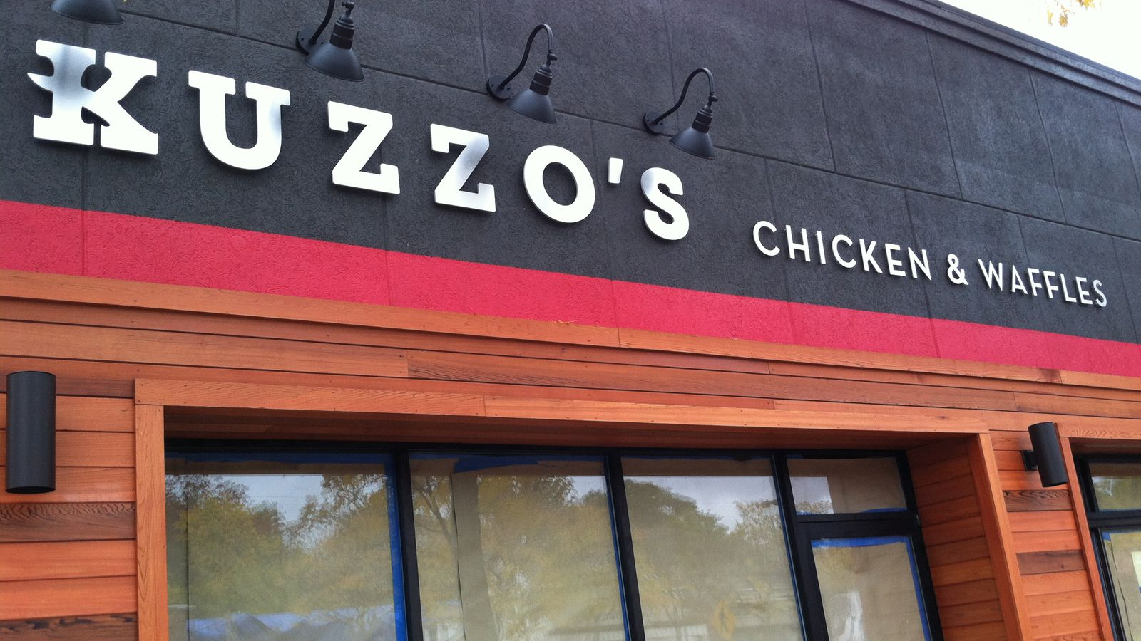 Kuzzo S Promises 10 Chicken And Waffle Combinations And