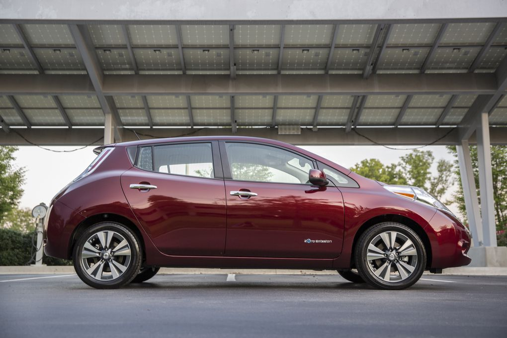 the 2016 nissan leaf can take you 107 miles on a single charge the verge. Black Bedroom Furniture Sets. Home Design Ideas