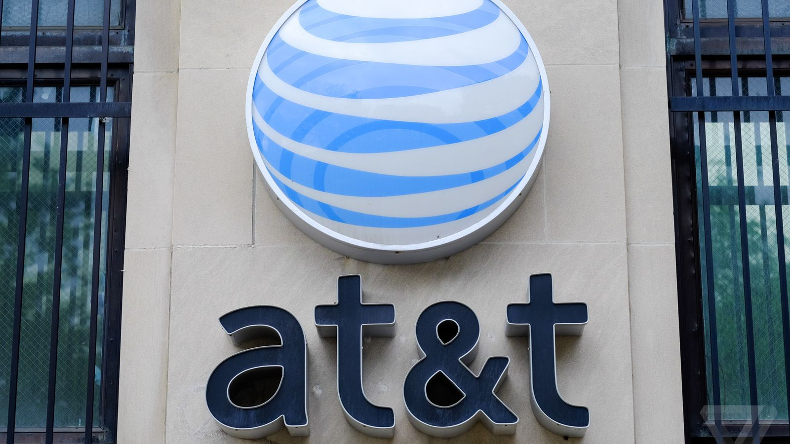 AT&T is Making its Unlimited Plan Way More Competitive