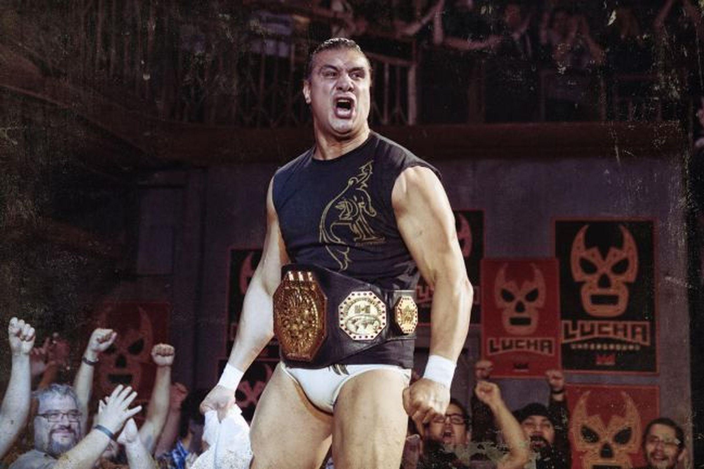 WWE US Champion Alberto Del Rio Attacked By Fan