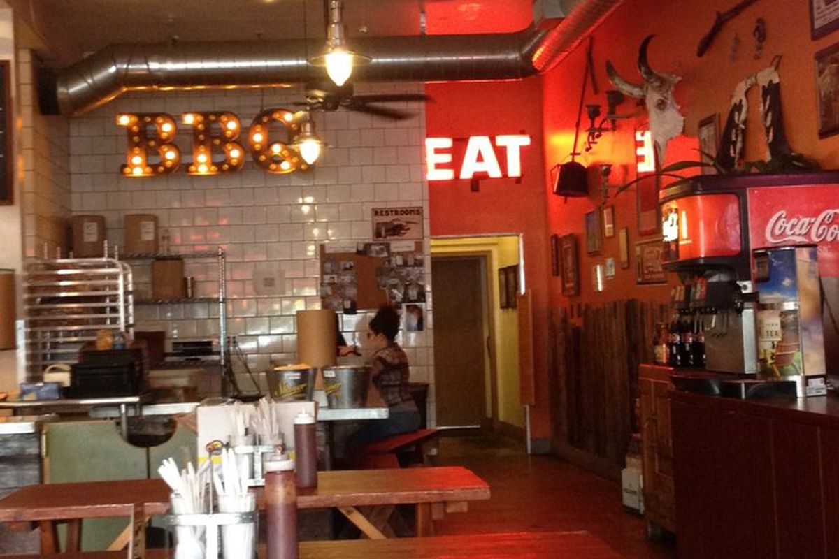 beloved texas barbecue restaurant smoke city market turns off its smoker for good eater la. Black Bedroom Furniture Sets. Home Design Ideas