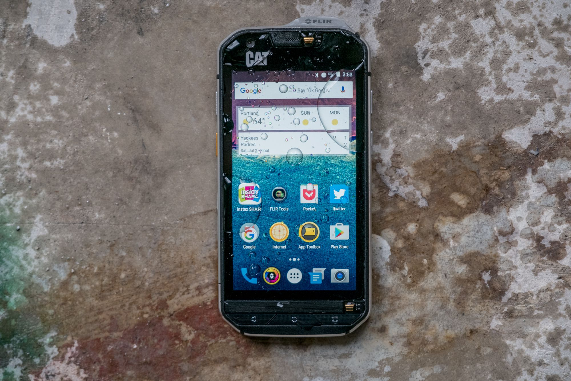 cat s60 review a rugged phone that can see in the dark the verge. Black Bedroom Furniture Sets. Home Design Ideas