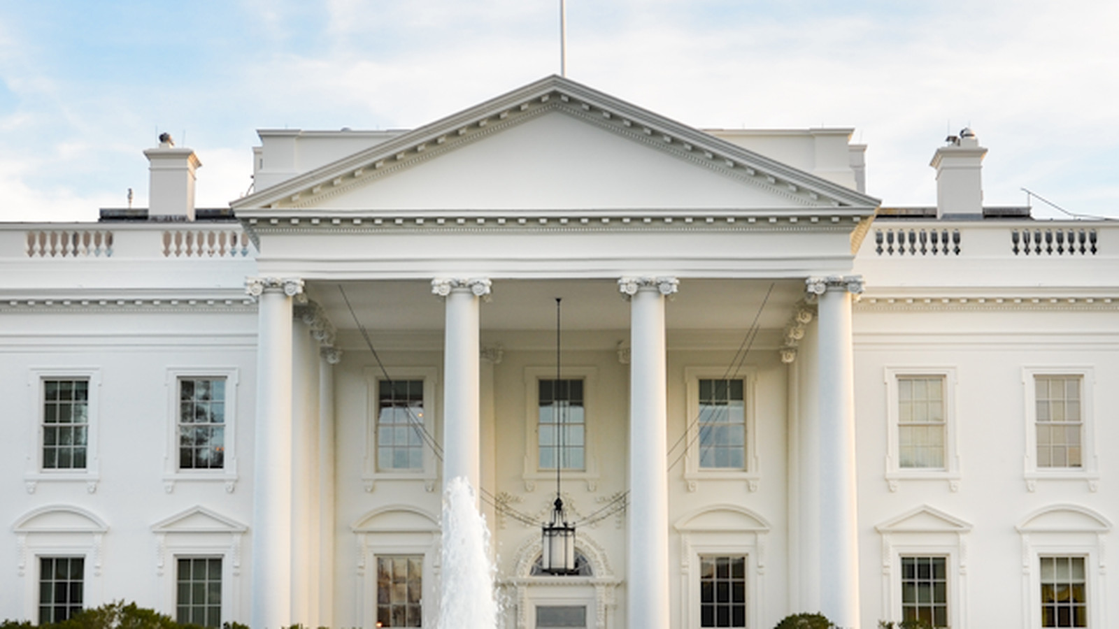 A chart of lobbyists 39 white house visits reveals its close for The white housse