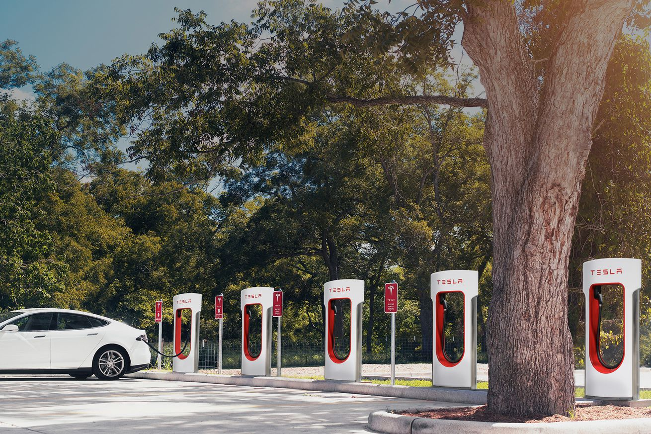 Tesla extends unlimited free supercharging incentive through mid-January