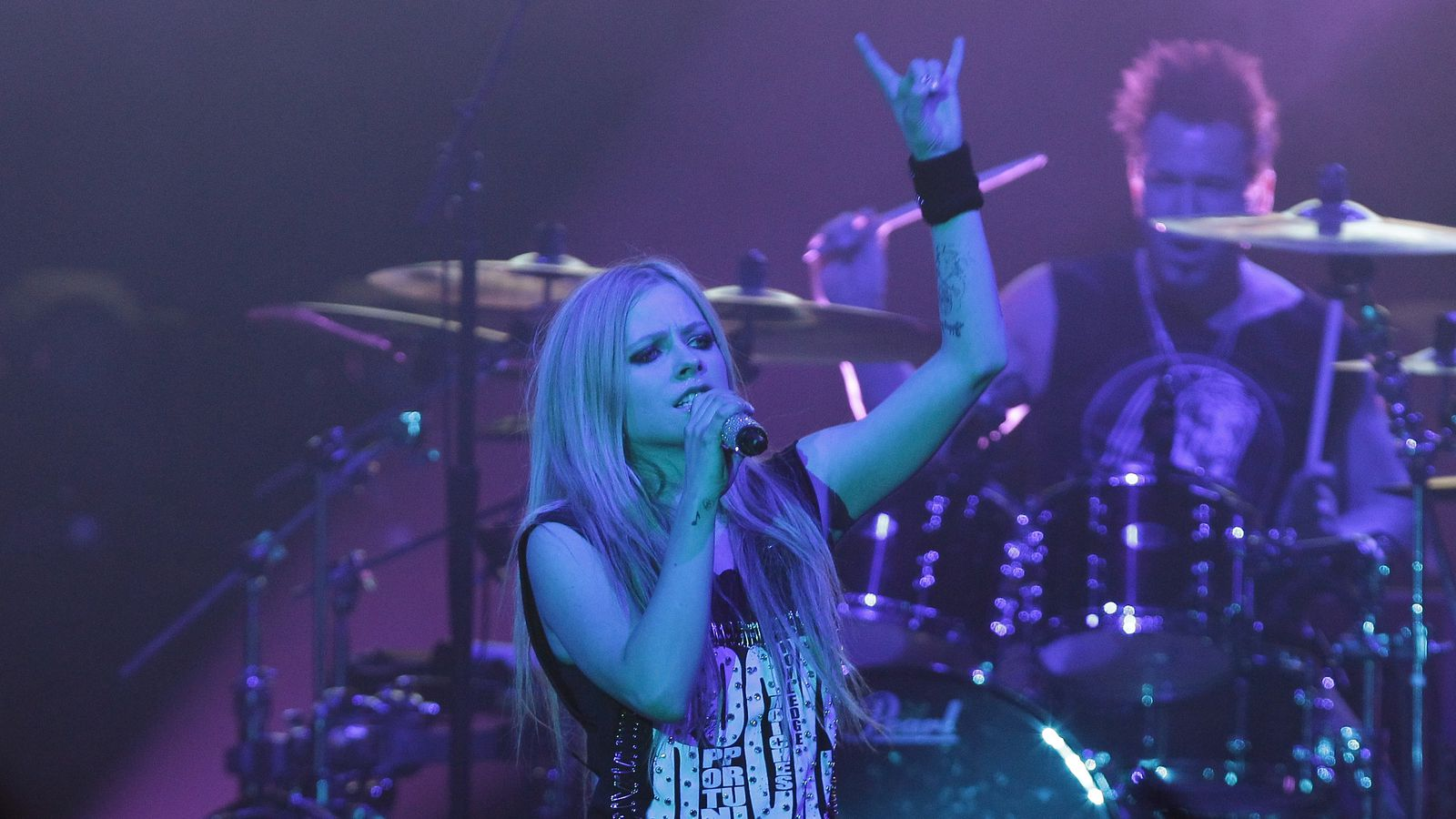 Avril Lavigne asks Mark Zuckerberg to stop bullying Nickelback