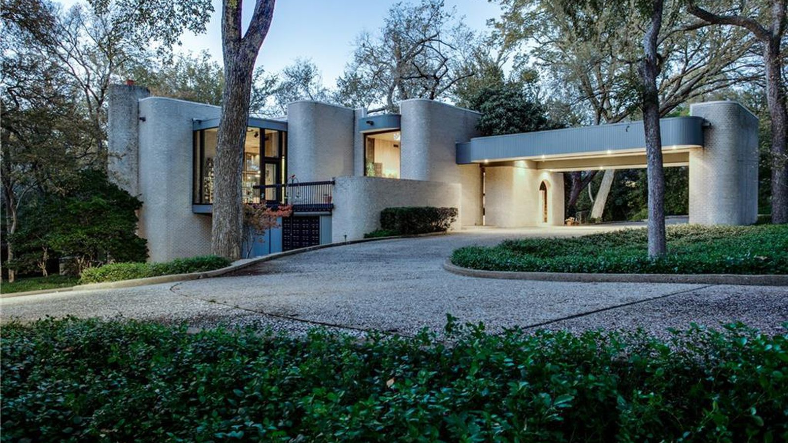 Midcentury brutalist beauty wows in dallas wants 2 3m for Modern architecture homes for sale