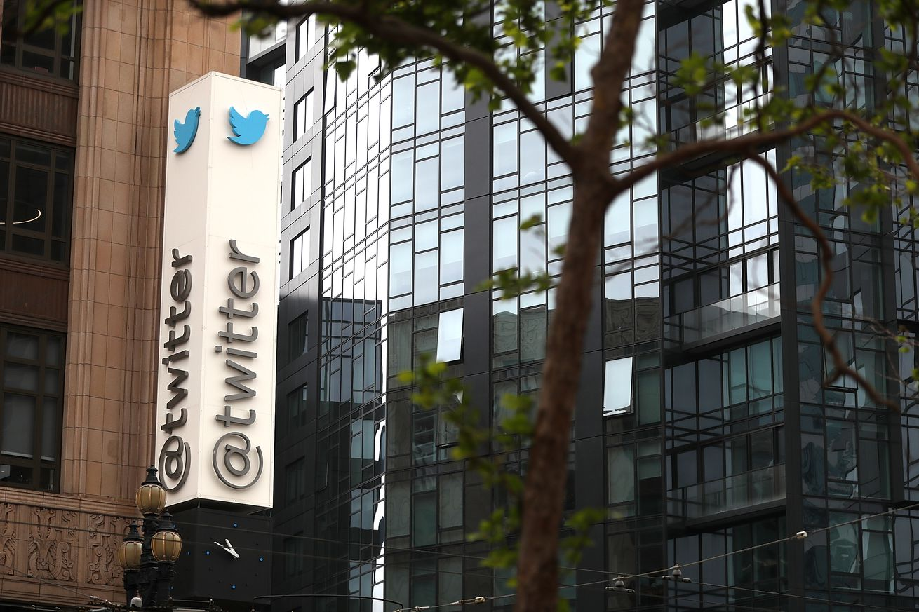 Twitter will stream 24-hour news from Bloomberg starting this fall