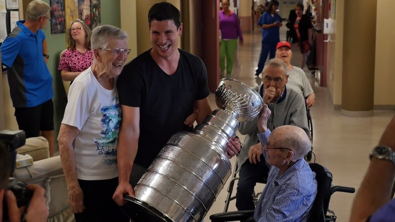 Sidney_crosby_visits_the_camp_hill_veterans_memorial_building_at_the_qeii_in_halifax_on_vimeo.0.0