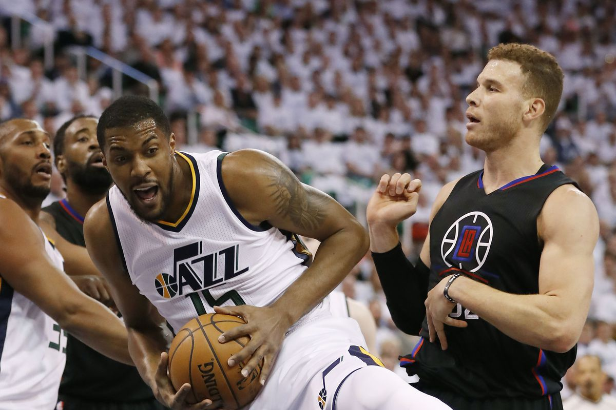 Clippers even series with Jazz