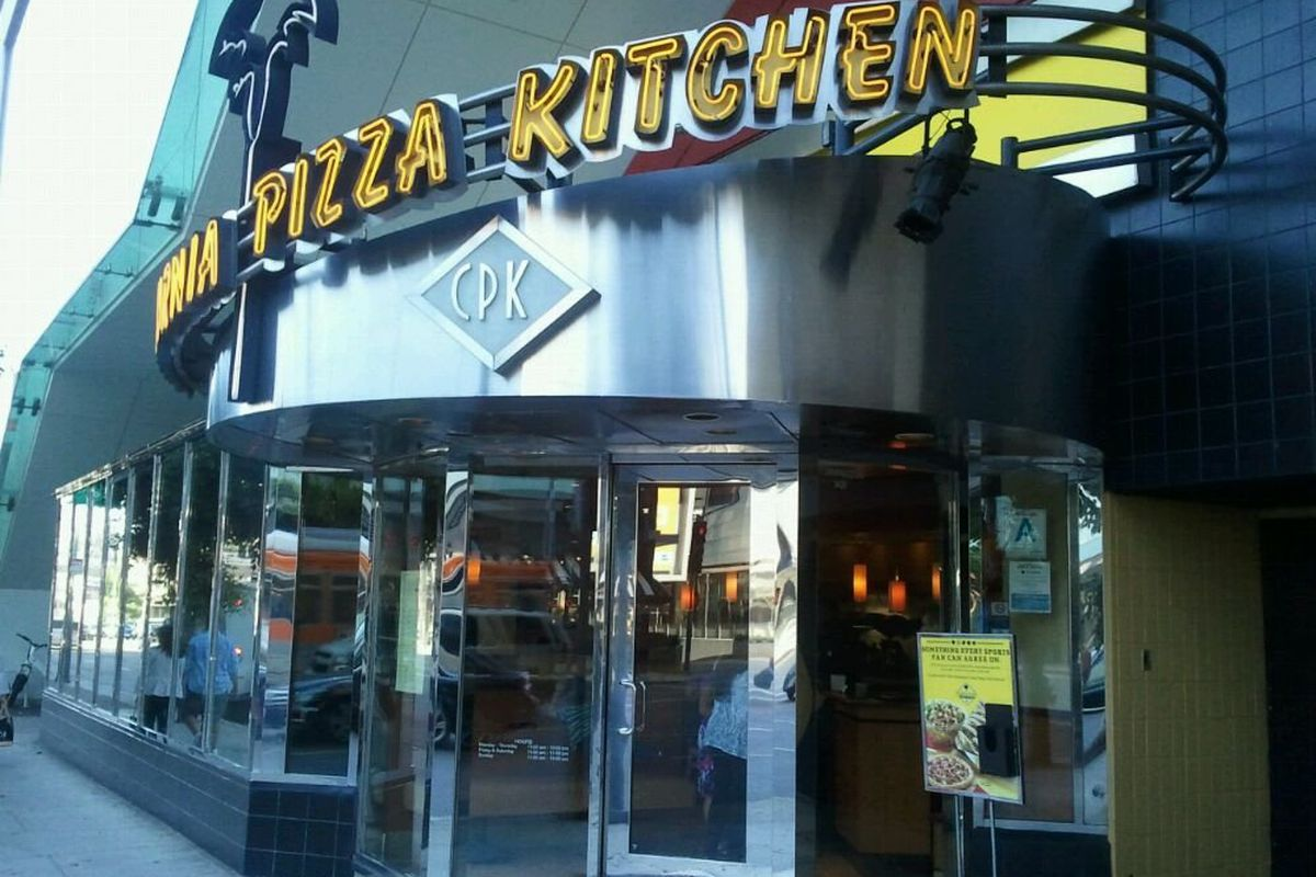 California Pizza Kitchen Held Out At The Beverly Center As Long As It Could Eater La