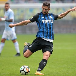 Roberto Gagliardini of FC Internazionale Milano kicks the ball during the Serie A match between FC Internazionale and Spal at Stadio Giuseppe Meazza on September 10, 2017 in Milan, Italy.