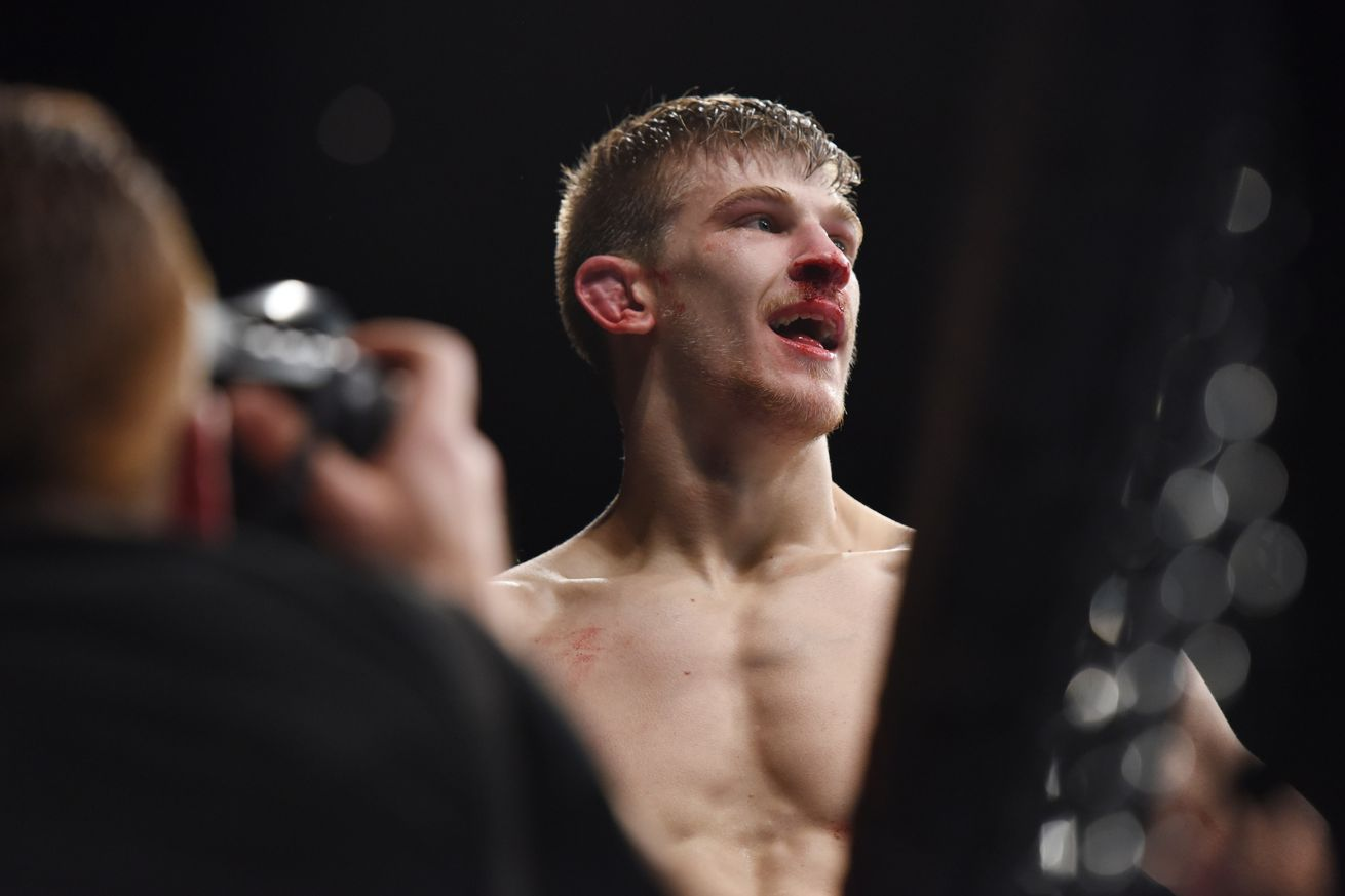 community news, UFC Fight Night 107 results: Arnold Allen edges out Makwan Amirkhani in scramble heavy scrap